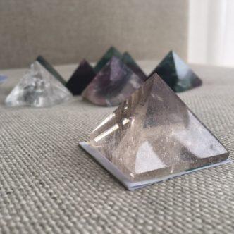 планински кристаал пирамида